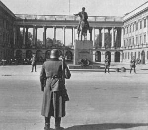 Warszawa – Plac Józefa Piłsudskiego.