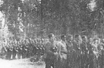"""Przegląd Zgrupowań na Łysicy, dokąd por. """"Ponury"""" odskoczył po bitwie na Barwinku (wrzesień 1943 r.)."""