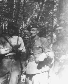 """Od lewej: ppor. Franciszek Zaborowski """"Czarny"""",  ppor. Seweryn Maczuga """"Wrzos"""" d-ca oddziału,  ppor. Roman Chrzanowski """"Korab""""."""