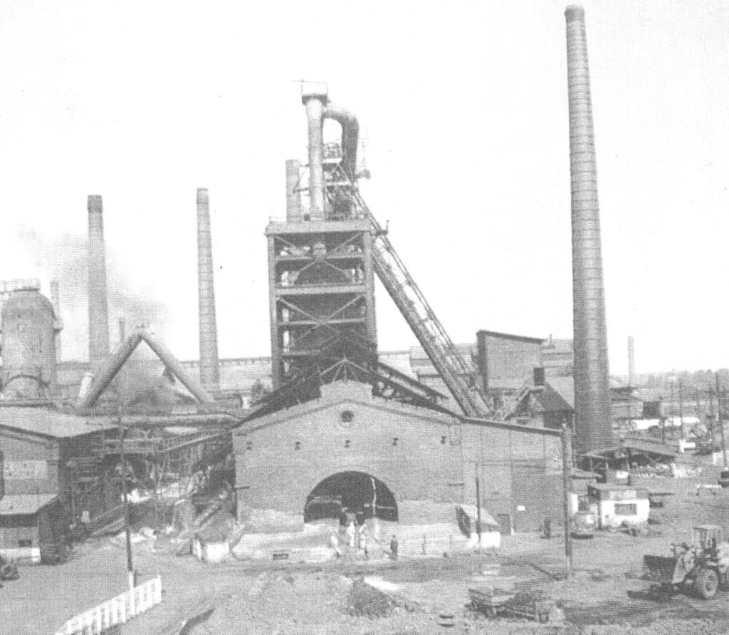Zakłady w Ostrowcu Świętokrzyskim. Zdjęcie z okresu międzywojennego