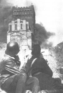 Płonący gmach PAST-y 20.08.1944 r.