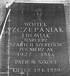 Tablica w Szkole Podstawowej Nr 29 przy ul. Posłowickiej.