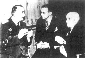 """Premier królewskiego rządu Jugosławii – gen. Duszan Simović, brytyjski dziennikarz """"Daily Mail"""" – Ward Price oraz wicepremier prof. Slobodan Jovanović na przyjęciu w hotelu Savoy, 26 sierpnia 1941 w Londynie."""