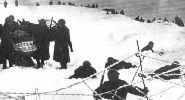 Żołnierze włoscy zimę 1940/41 spędzają w górach na pograniczu grecko-albańskim, w oczekiwaniu na niemiecką ofensywę wiosną 1941 r.