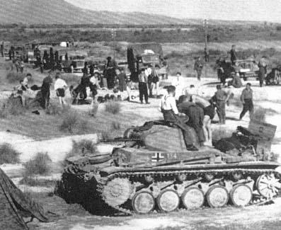 25 kwietnia 1941. Powstrzymane przez brytyjską dywizję nowozelandzką oddziały niemieckie na przełęczy Termopile, skierowane na południe Grecji.