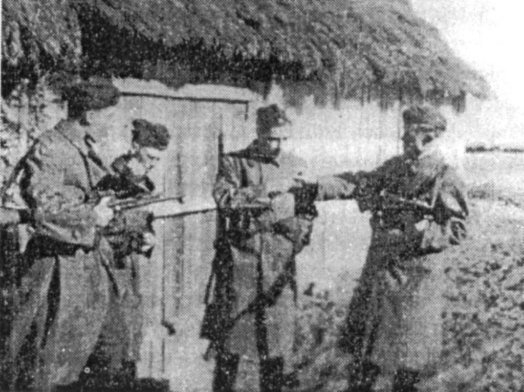 """""""Jędrusie"""", którzy brali udział w rozbiciu więzienia  w Opatowie (""""Skowroński"""", """"Sowa"""", """"Zbyszek Warszawiak"""", """"Inspektor"""")."""