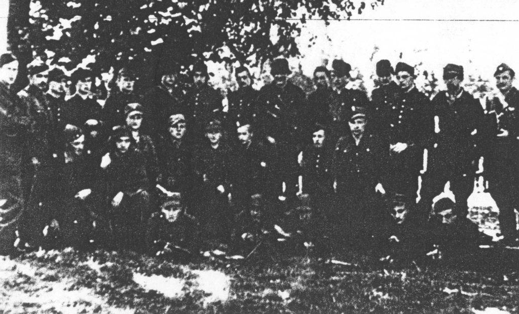 """Żołnierze 2. kompanii 74. pp – plutonu ckm por. """"Szarego"""" (Aleksy Rdesiński)."""