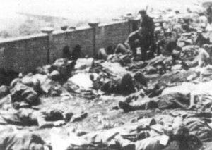 Zwłoki niemieckich spadochroniarzy zebrane po zakończeniu walk.