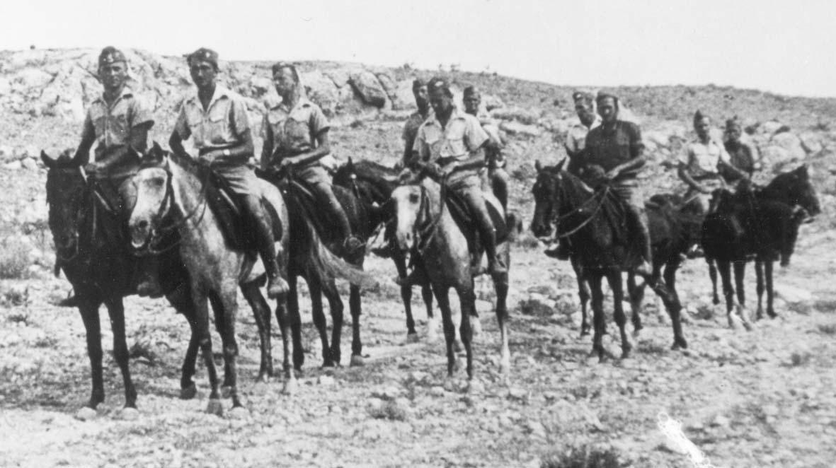 Zwiad Karpackiego Dywizjonu Artylerii. Drugi od lewej ogm. pchr. J. Borowczyk, pełnił funkcję oficera zwiadu dywizjonu. Palestyna 1940 r.