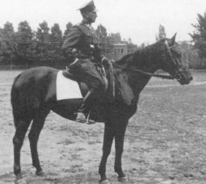 Plutonowy pchr. J. Borowczyk, podczas służby 16 Pomorskim PAL. Grudziądz 1939 r.